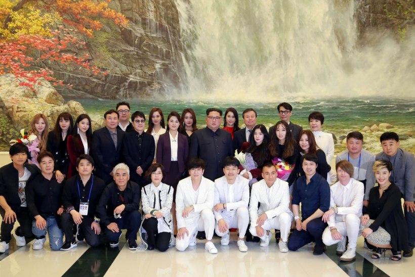 VIDEO | Põhja-Korea riigipea kohtus Lõuna-Korea lauljatega