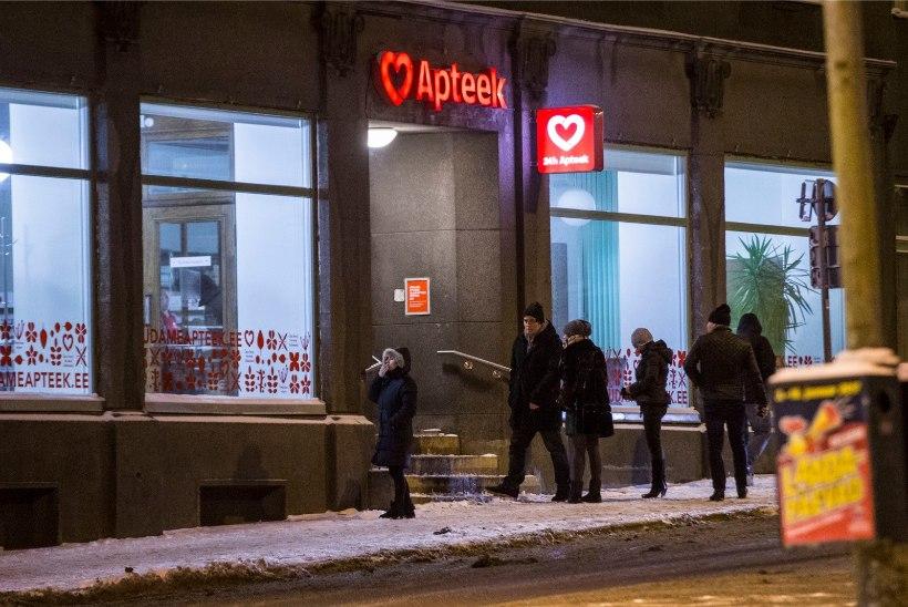 Tõnismäe valveapteek pikendas klientide teenindamist apteegiruumides südaööni