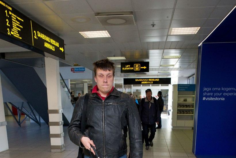 Nägemispuudega ajakirjanik Jakob Rosin oli sunnitud laevale pääsemiseks ratastooli istuma