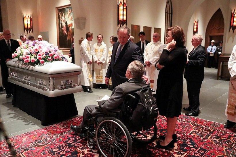 Endised USA presidendid ja esileedid tegid Barbara Bushi matustel lõbusa ühisfoto
