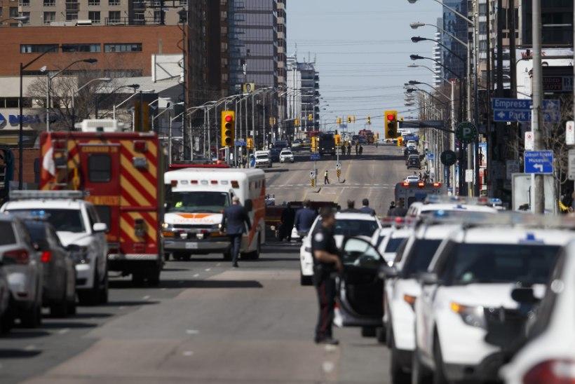 Torontos sõitis kaubik rahva sekka, hukkus kümme inimest