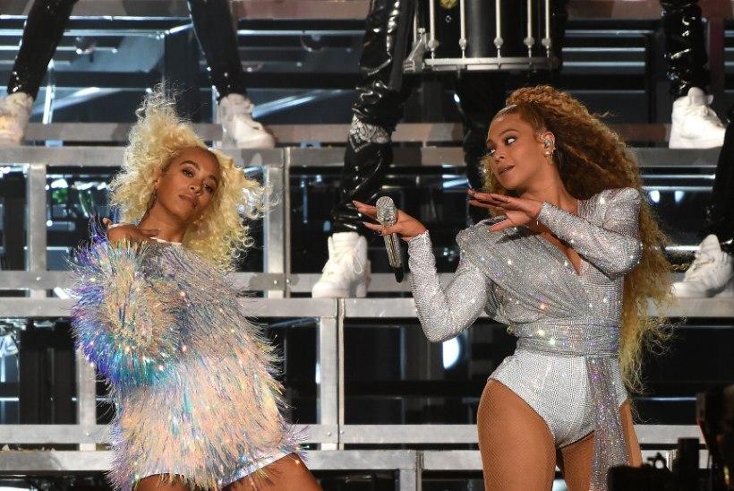 VIDEO | Beyoncé ja tema õde Solange prantsatasid laval pikali!