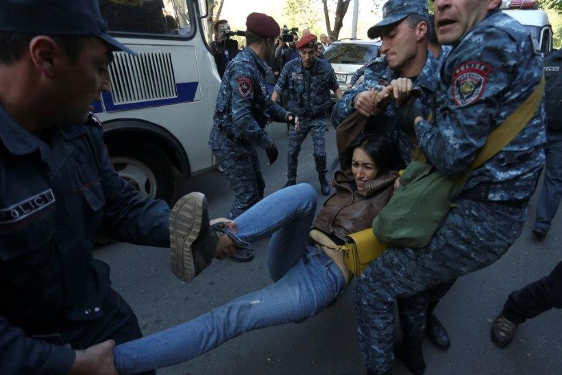 Armeenia peaminister astus massiliste rahvarahutuste järel tagasi