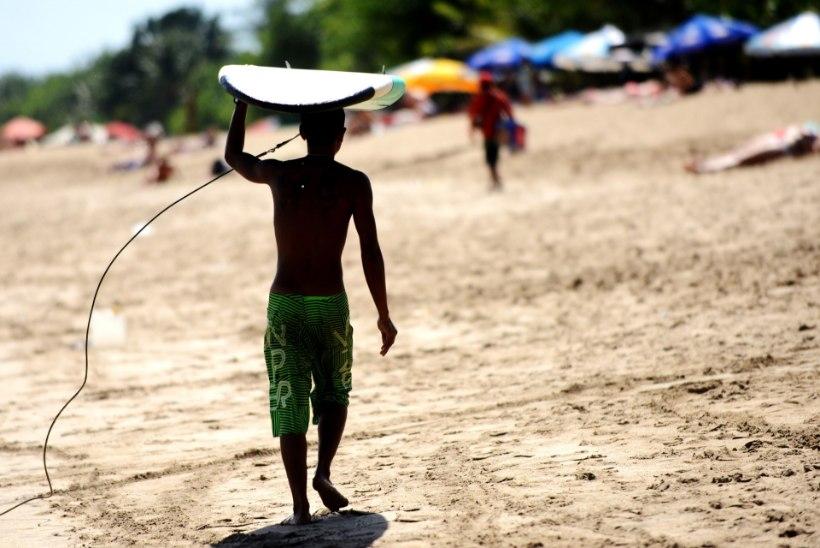 12aastane reisis vanemate krediitkaarti kasutades ihuüksi Balile