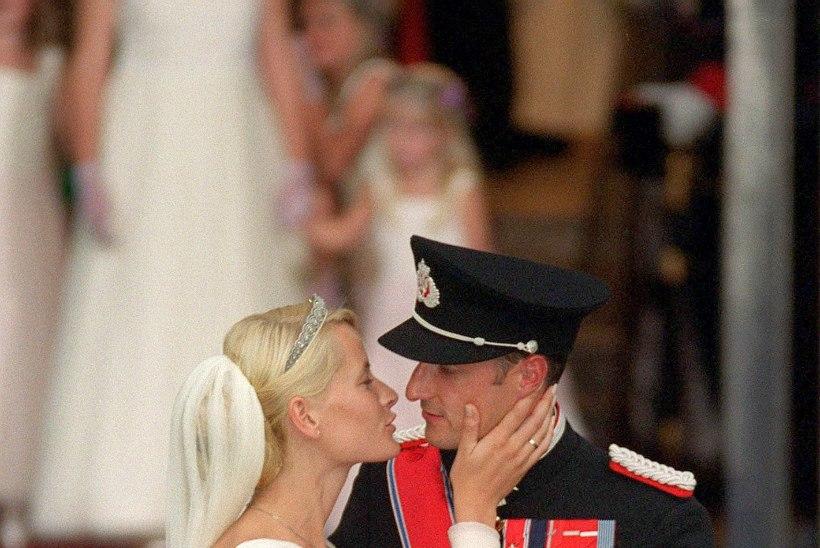 MUINASJUTULINE ARMULUGU: Eestisse saabuv Norra kroonprints kaotas südame üksikemale