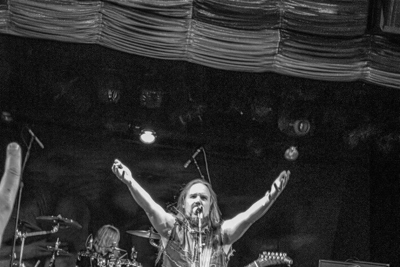 """METSATÖLL: esimesel kontserdil karjuti uuele trummarile """"Võta paljaks!"""""""