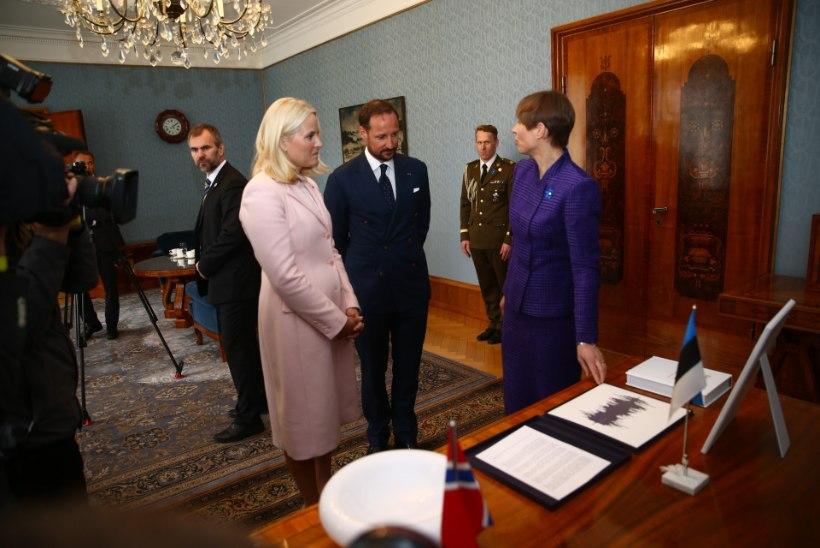Disainer Tim Bluz: Kaljulaidi kostüüm on kahtlane, Mette-Marit on väga trendikas