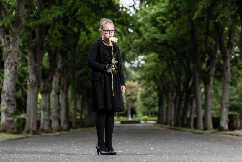 VALUS HÜVASTIJÄTT: vanemateta jäänud 8-aastane tüdruk andis surevale emale viimase musi