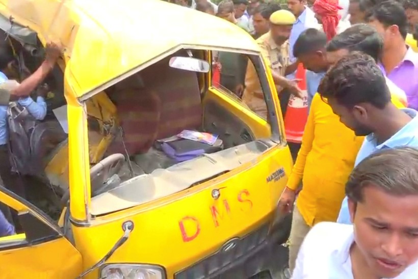 Indias sai surma 13 koolilast, sest bussijuht kuulas kõrvaklappidega muusikat
