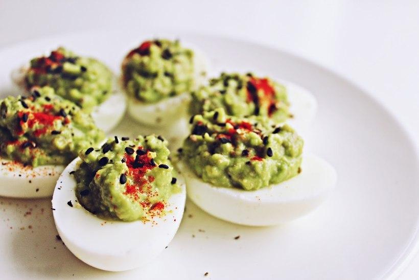 Pühadest jäi mune järgi? Hea mõte: guacamole'ga täidetud munad