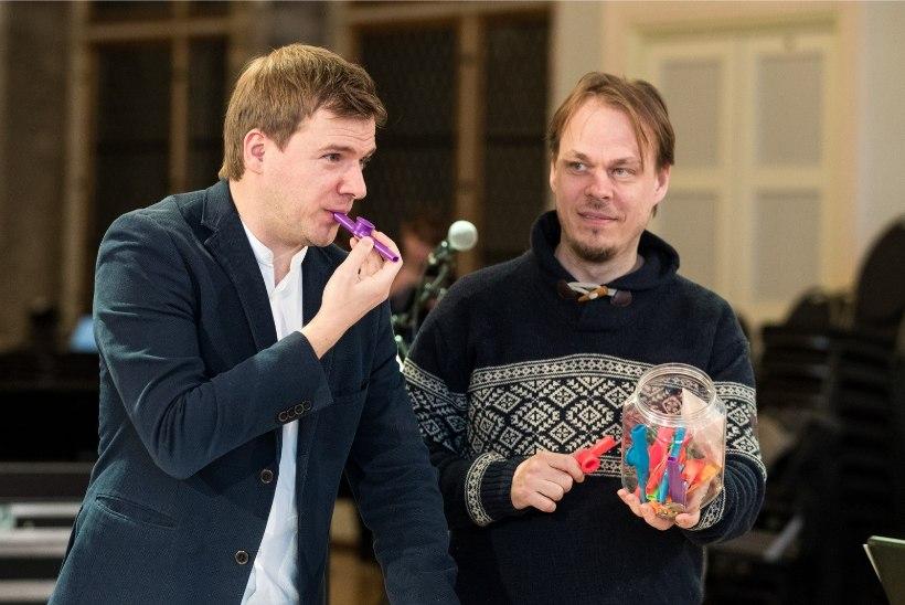 ÕL VIDEO JA GALERII | Miks tegi juubelit tähistav Tallinna kammerorkester proovi laste mängupillide ja vanniga?
