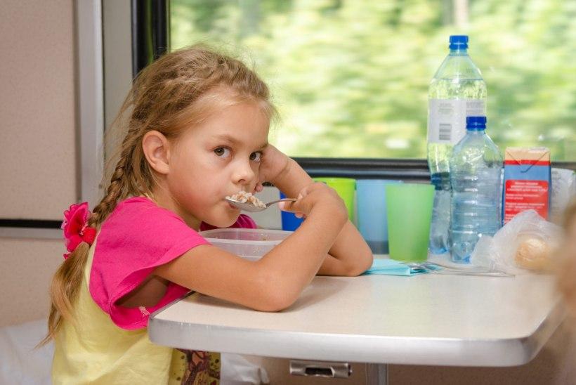 Neli nõksu, kuidas lapsele puder meelepäraseks muuta