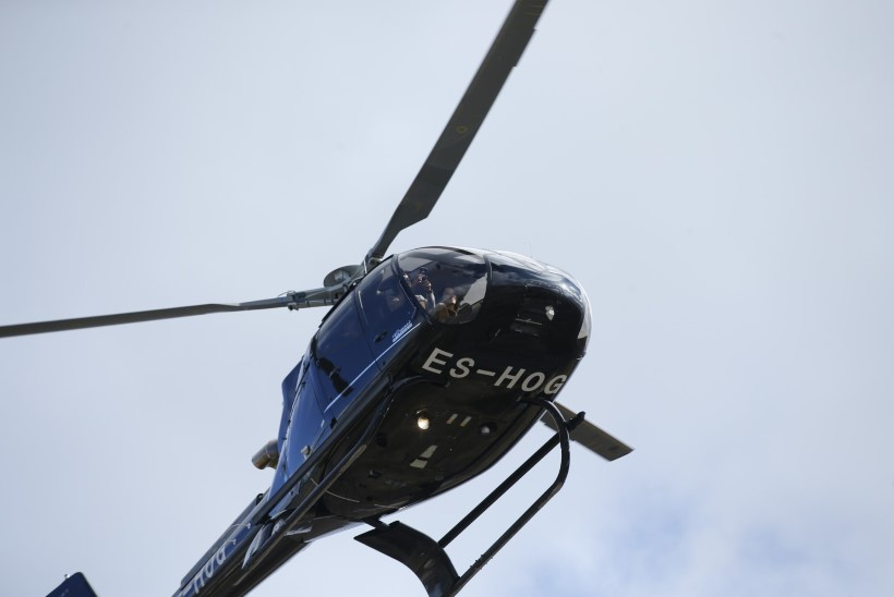 FOTOD | STAAR MISSUGUNE! Elina Nechayeva saabus mootorispordi muuseumi avamisele helikopteriga!