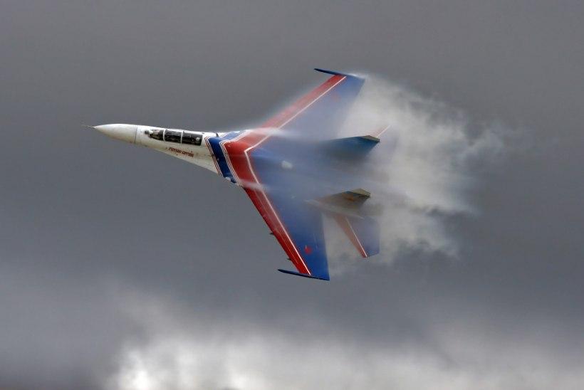 MEETRITE MÄNG LÄÄNEMERE KOHAL: Vene hävitaja tegi USA lennuki nina ees ebaprofessionaalse manöövri