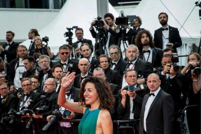GALERII | ÕHTULEHT CANNES'IS: 57-aastane Julianne Moore näitab punasel vaibal enda veatut palet