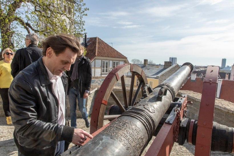 Pronksist suurtüki pauk avab Tallinna päeva