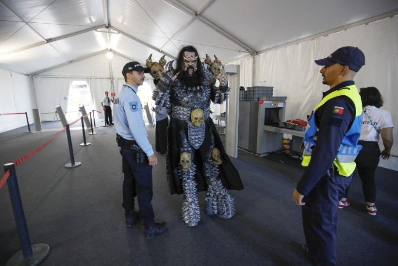 FOTOD   Isegi staare kontrollitakse! Eurovisioni võitja Lordi pidi turvakontrollist läbi käima