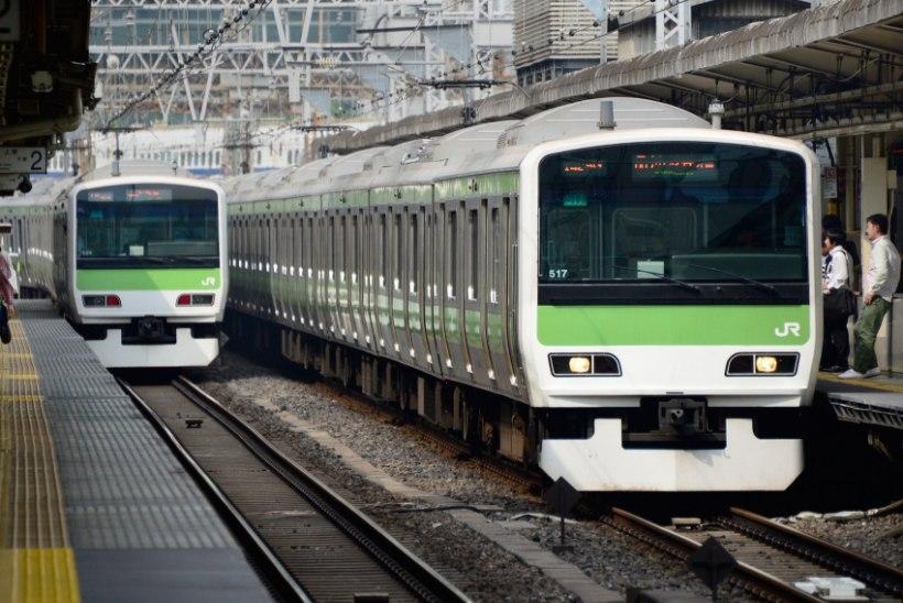 Jaapani raudtee-ettevõte vabandas avalikult rongi 25 sekundit varasema väljumise eest