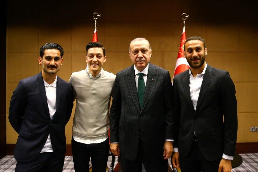 Saksamaa vutistaarid Özil ja Gündogan jäävad MMilt eemale? Mehed sattusid koos Türgi presidendi Erdoganiga skandaali
