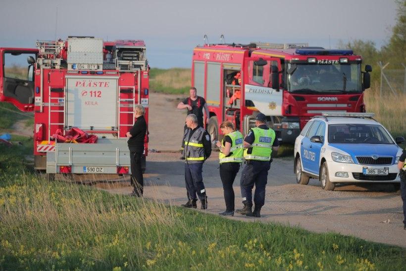 GALERII | Pakri poolsaarelt merre sõitnud autost leiti hukkunu