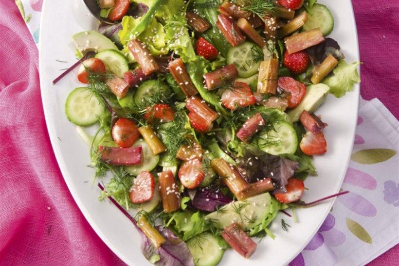 Kevadine salat röstitud rabarberi ja maasikatega