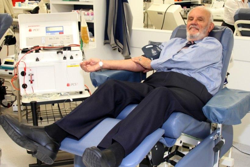 ERAKORDNE: mees päästis oma verega kahe miljoni beebi elu