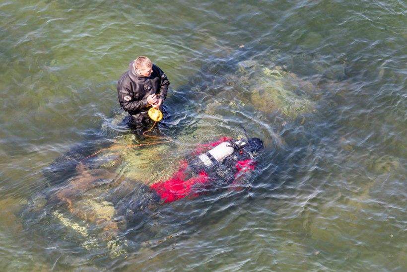 GALERII ja VIDEO | Tuukrid teevad Paldiskis ettevalmistusi autovraki merest välja tõstmiseks