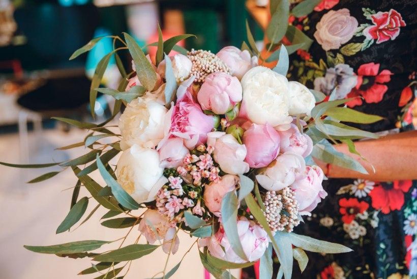 VIDEO | Ženja Fokin ja florist õpetavad, kuidas teha kaunist lillekimpu