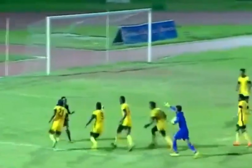 VIDEO | Mängijad ja treenerid tegid Etioopia meistriliigas kohtunikule kambaka