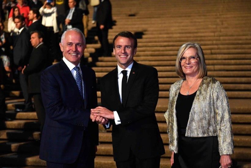 """VÄIKE KEELEVÄÄRATUS: Macron tänas Austraalia peaministri """"imemaitsvat abikaasat"""""""