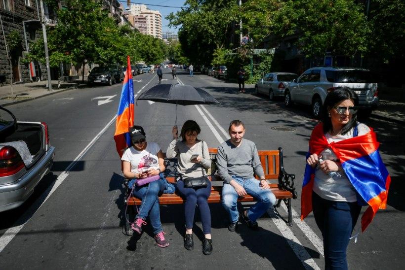 FOTOD | Protestijad on tõkestanud Jerevani lennujaama viivad teed