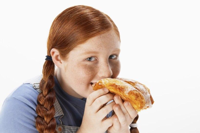 Hoia lapse söömisharjumustel pidevalt pilk peal: ülekilod ei tule üle öö!