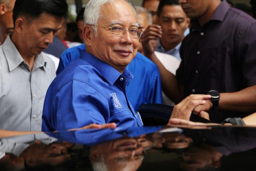 Politsei leidis Malaisia ekspeaministri kodust 72 raha ja juveelidega täidetud kohvrit