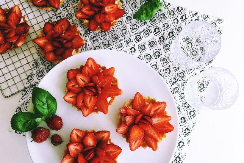 Ruttu kööki! Valmista maasikakorvikesed basiilikukreemiga!