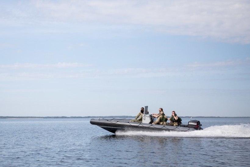 FOTOD JA VIDEO | Miinituukrid lõhkasid Virtsu-Kuivastu laevatee lähedal kaks meremiini