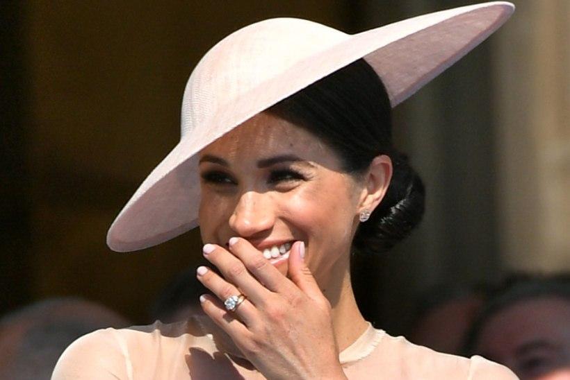 SUKKPÜKSID JALAS: hertsoginna Meghan järgib viimaks kuninglikku etiketti