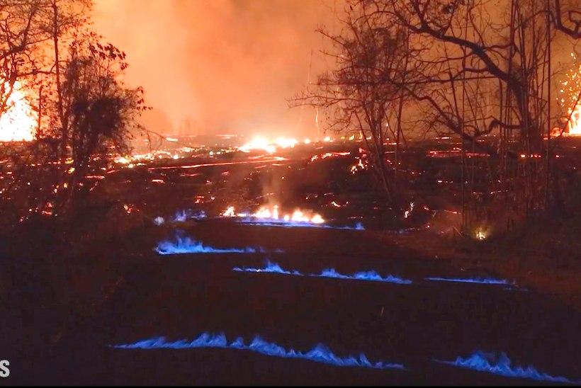 VIDEO | Hawaiil tekkinud maapragudest tungivad välja sinised leegid
