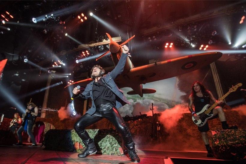 GALERII JA VIDEO | Iron Maiden tõi Saku halli sõjalennuki