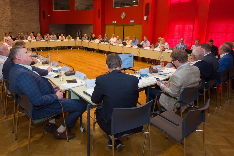 VAATA OTSE | Riigikogus arutatakse maakondliku ühistranspordi piletite hinnastamist