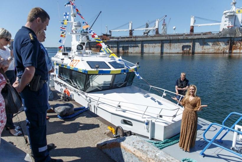 FOTOD   Kristiina Ehin andis uuele piirivalvekaatrile nimeks Pikne
