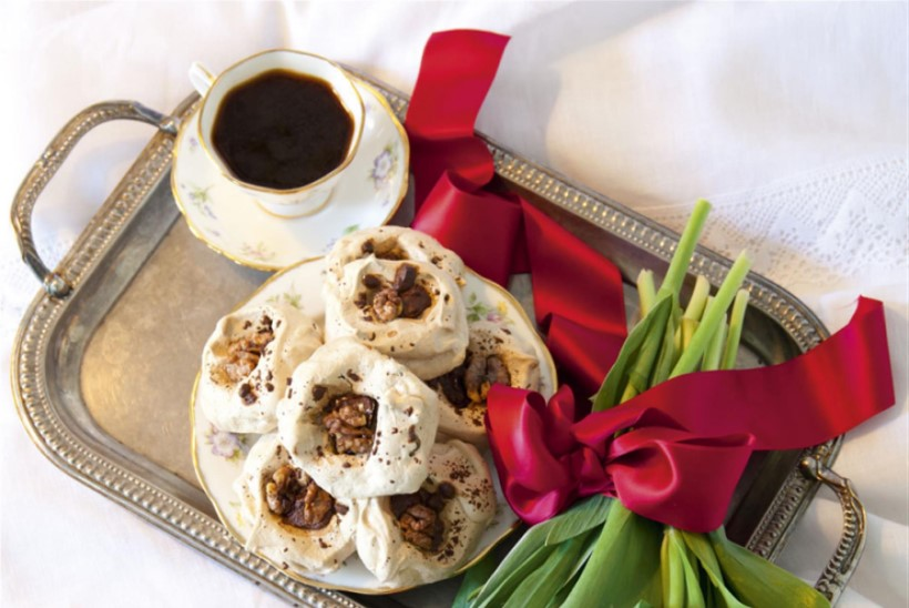 Emadepäevabesee, kohvi ja Kreeka pähklitega