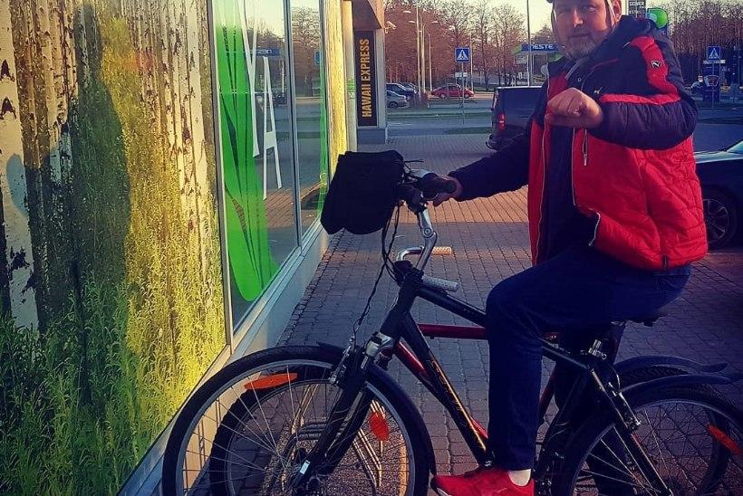Alari Kivisaar vahetas luksusauto jalgratta vastu välja?