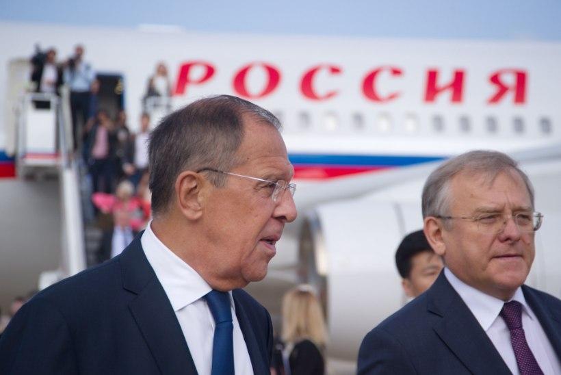 FOTOD JA VIDEO | Lavrov viis Põhja-Korea endiste juhtide kujude juurde lilli
