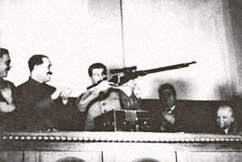DIKTAATORITE KUULSAD RELVAD: millised tulirelvad meeldisid Stalinile ja Hitlerile, millised Brežnevile?