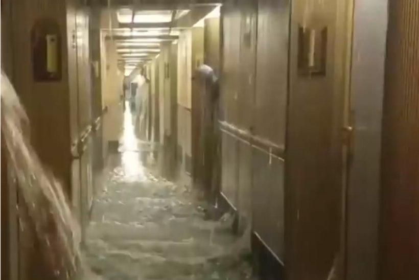 """VIDEO   NAGU """"TITANICU"""" FILMIS: vesi ujutas kruiisilaeva kajutid üle"""