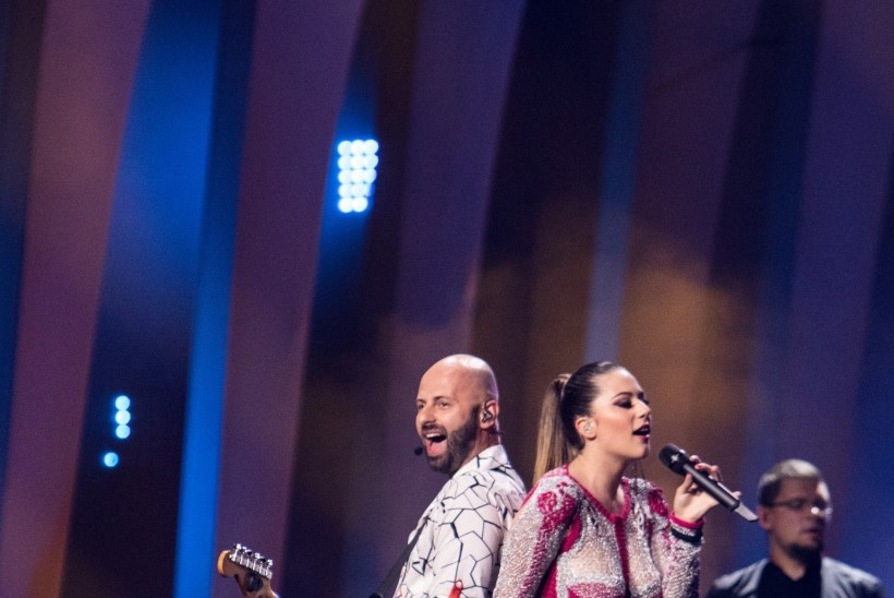 FOTOD JA VIDEOD | Eurovisioni esimene poolfinaal: kellel on suurim kleit, veidraim hääl ja vingeim tantsukava?