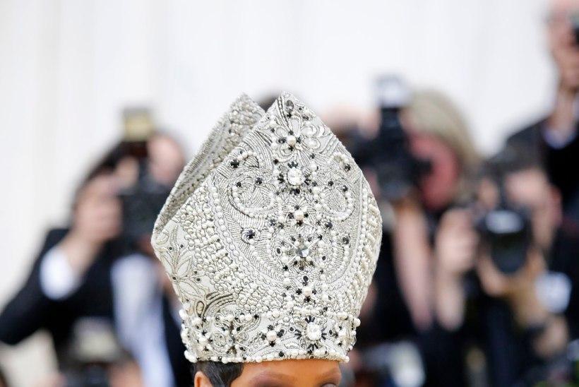 Rihanna ilmus moegalale paavstina, Jared Leto Kristusena