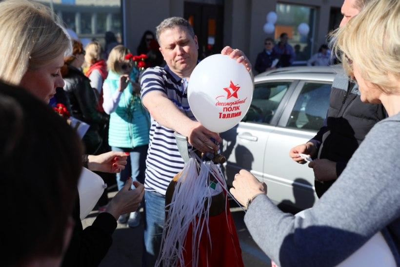 """GALERII   Vaata, kuidas marssis """"Surematu polk"""" Tallinnas"""