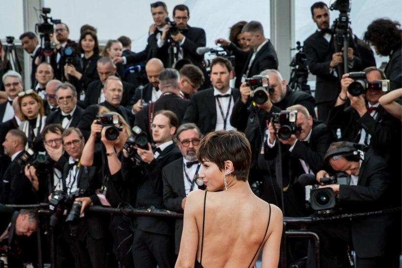 GALERII | ÕHTULEHT CANNES'IS:  filmifestivali avatseremoonia tõi punasele vaibale lendleva kleidimoe