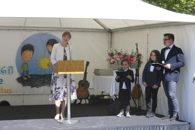 GALERII | President tunnustas roosiaias säravaimaid noorte ja laste kultuurielu edendajaid